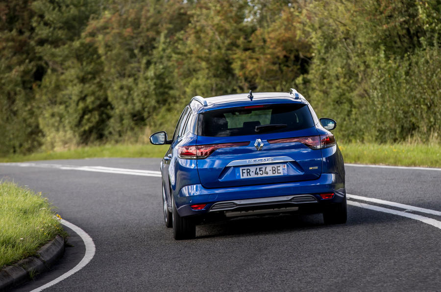 Renault Megane Sport Tourer E-Tech PHEV 2020 first drive review - tracking rear