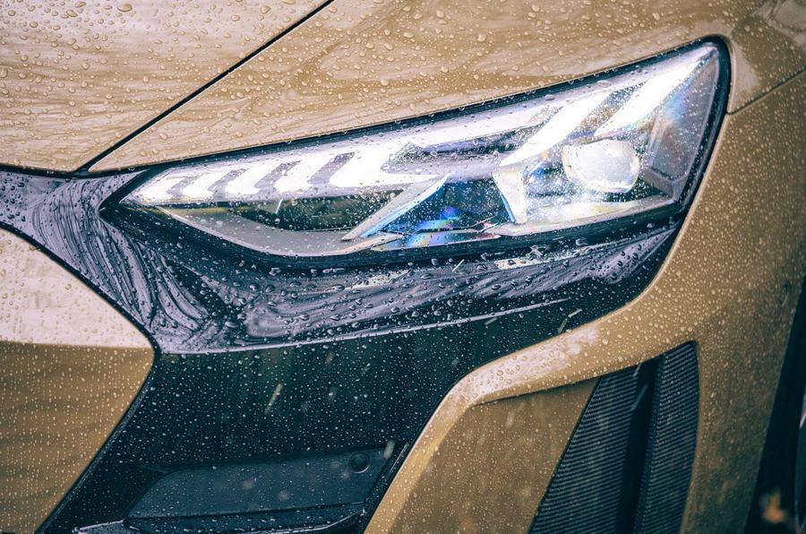 4 Audi RS E tron GT 2021 LHD premier examen des phares
