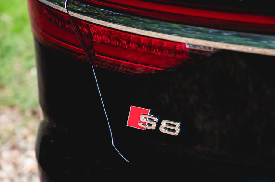 Audi S8 2020 : premier examen de conduite au Royaume-Uni - badge arrière