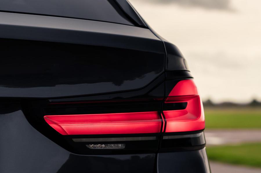 4 BMW Série 5 Touring 530d 2021 UE FD feux arrière