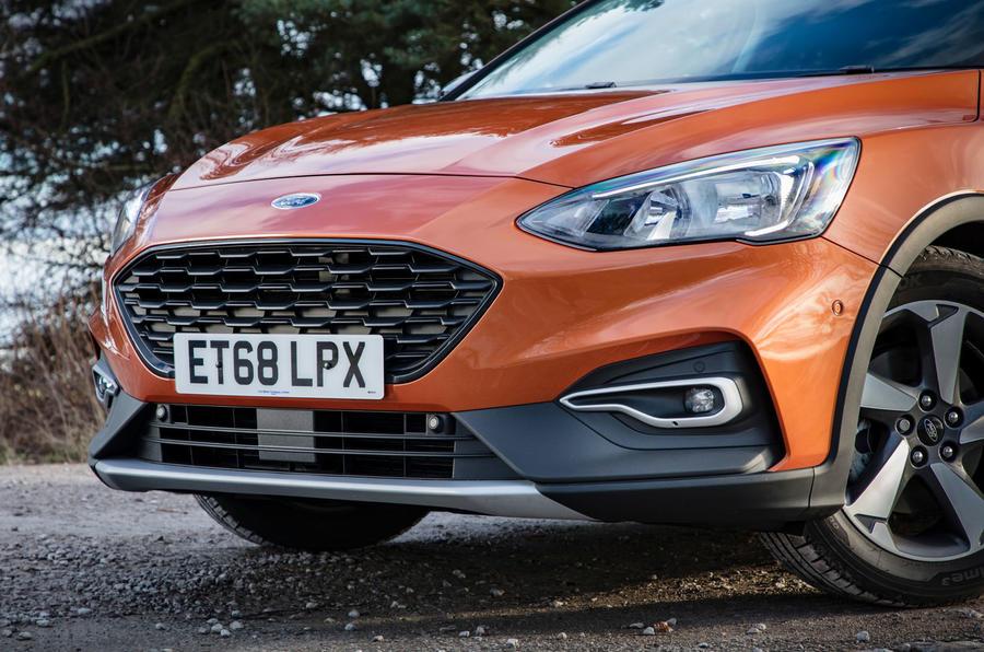Đánh giá xe Ford Focus Active 2019 đầu tiên - mũi