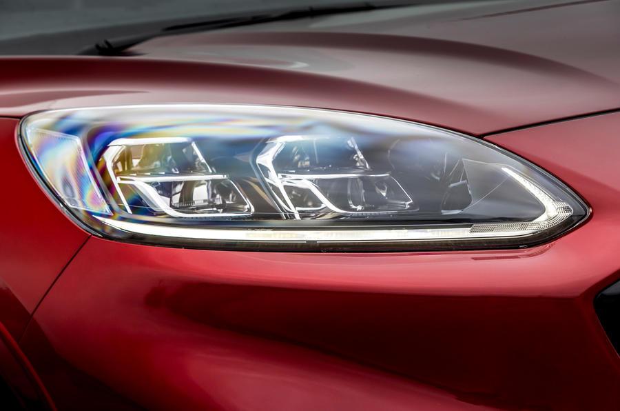 4 Phares de la Ford Kuga FHEV 2021 UE FD