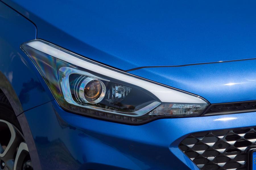 Hyundai i20 2018 review headlights