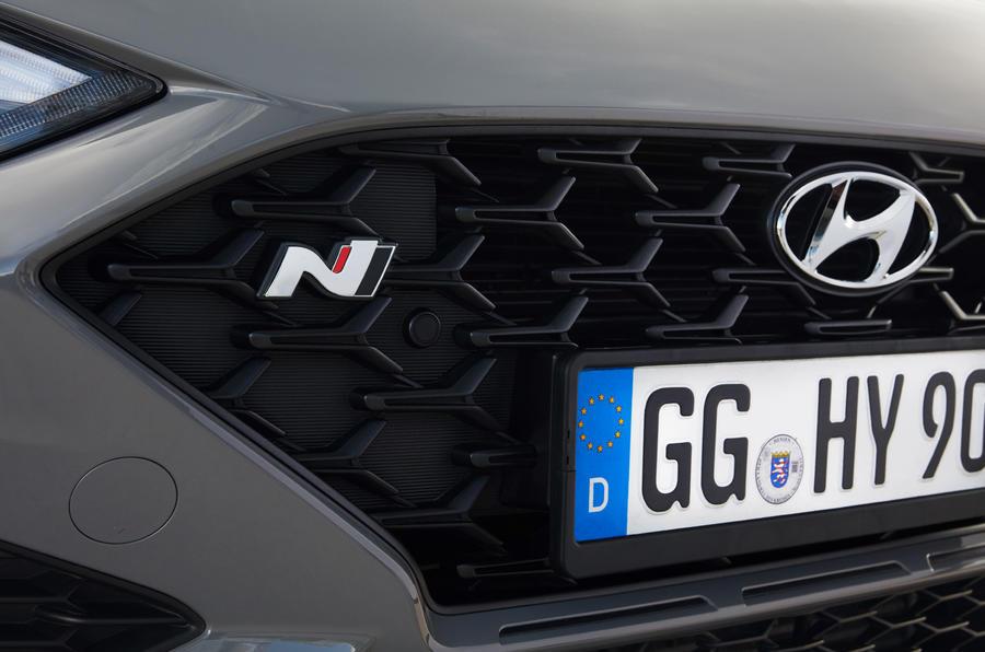 4 Hyundai i30 Fastback N DCT 2021 FD badge avant