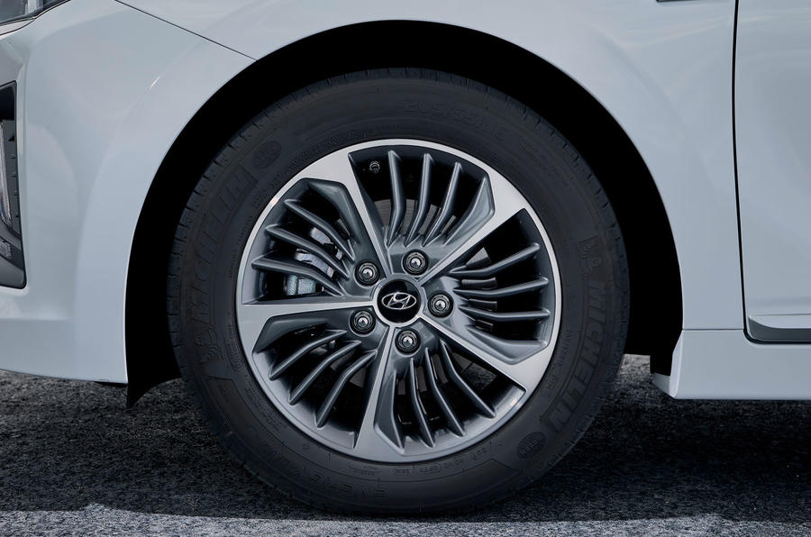 Hyundai Ioniq plug-in hybrid 2019 first drive review - alloy wheels