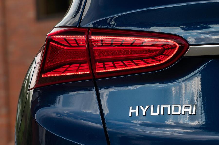 Hyundai Santa Fe 2018 UK first drive review - rear lights