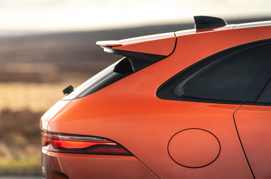 4 Jaguar F Pace SVR 2021 : premier examen de l'arrière de la voiture au Royaume-Uni