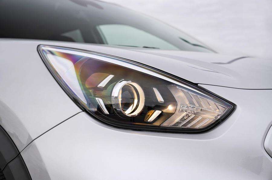 4 Kia e Niro 39kWh 2021 UE : essai routier - phares