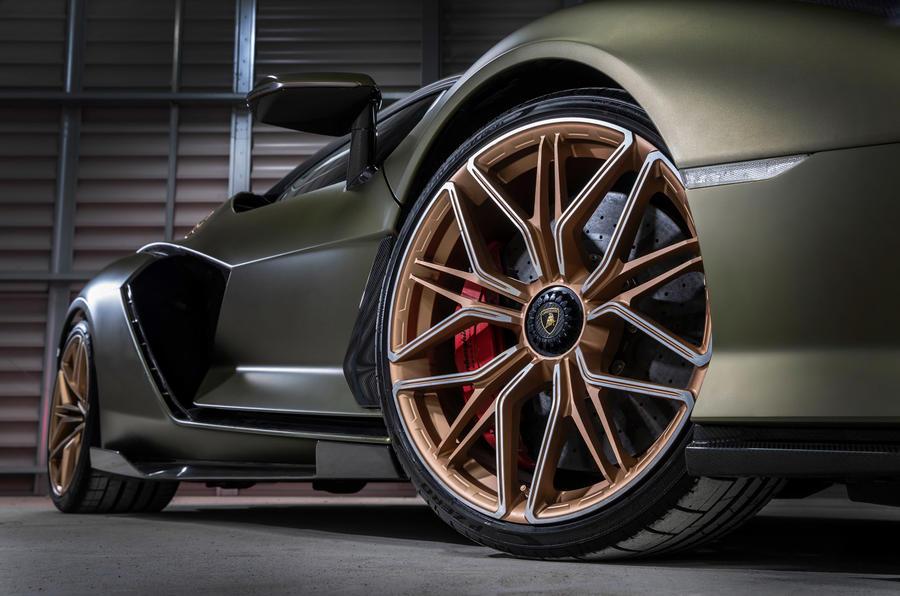 4 Lamborghini Sian 2021 : le premier examen des roues en alliage de la conduite au Royaume-Uni