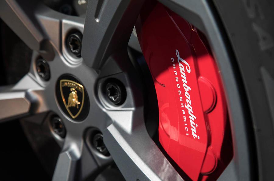 Lamborghini Urus review 2018 brake calipers