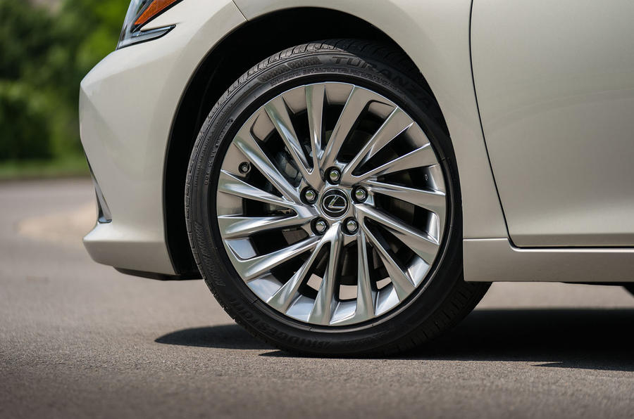 Lexus ES 300h 2018 review alloy wheels