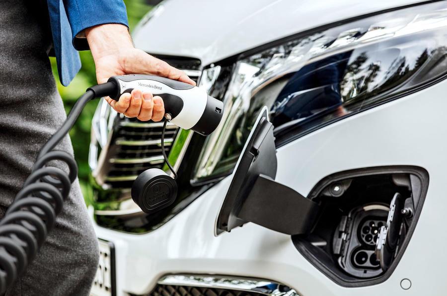 4 Mercedes Benz EQV 2021 LHD : premier essai routier - port de charge