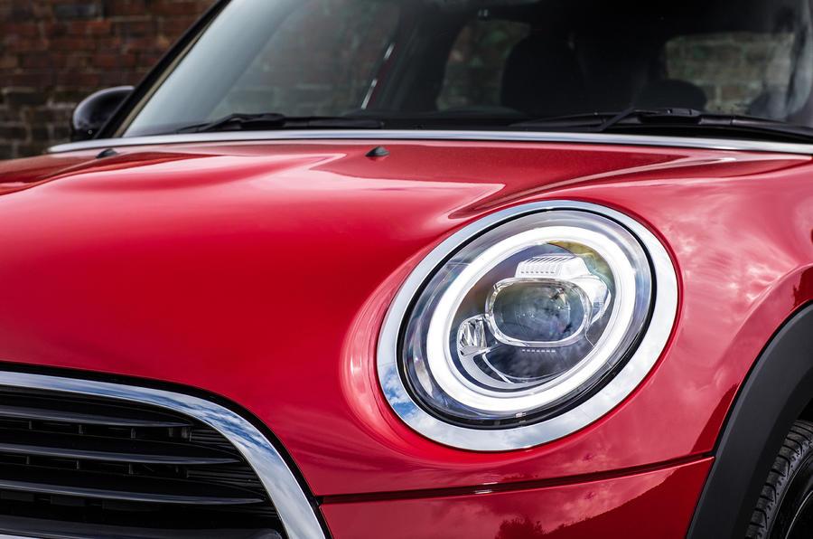 Mini Cooper 5dr 2018 UK review headlights