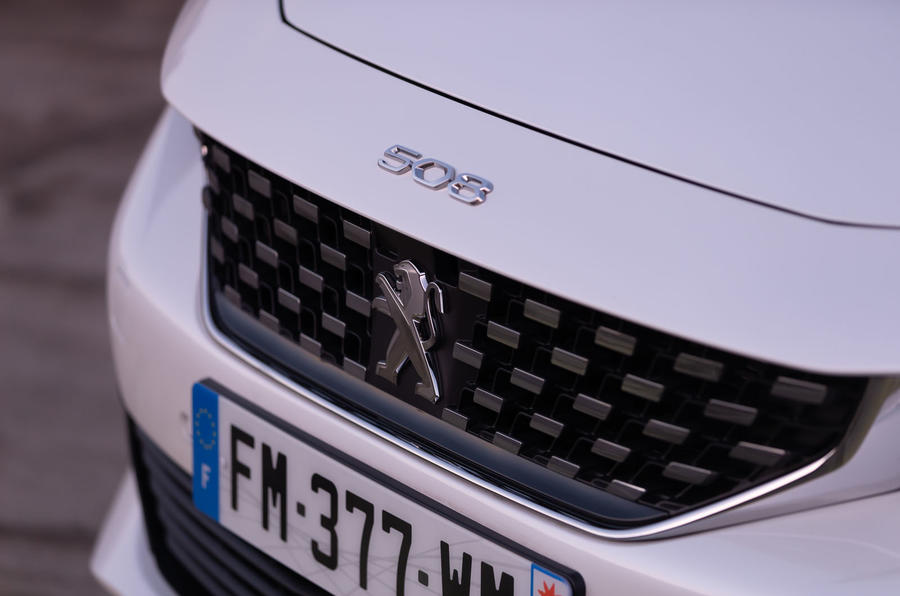 Peugeot 508 Hybrid4 2020 first drive review - front badge