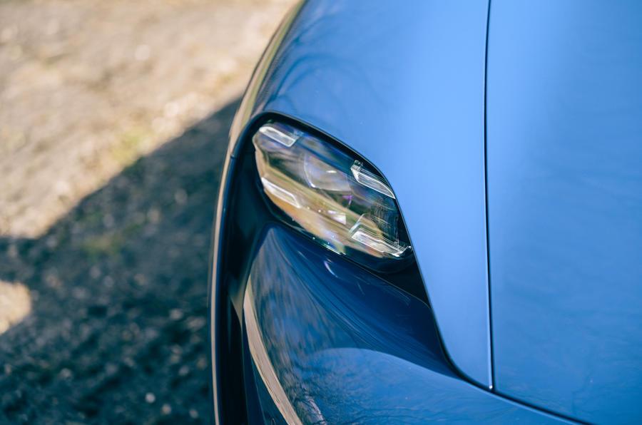 4 Phares de la Porsche Taycan Cross Turismo 2021 LHD