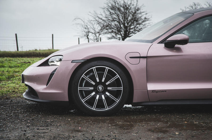 4 Porsche Taycan RWD 2021 : premier examen de la transmission des roues en alliage au Royaume-Uni