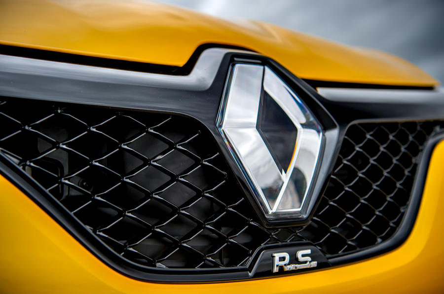 Renault Megane RS 300 Trophy 2019 UK first drive review - bonnet badge
