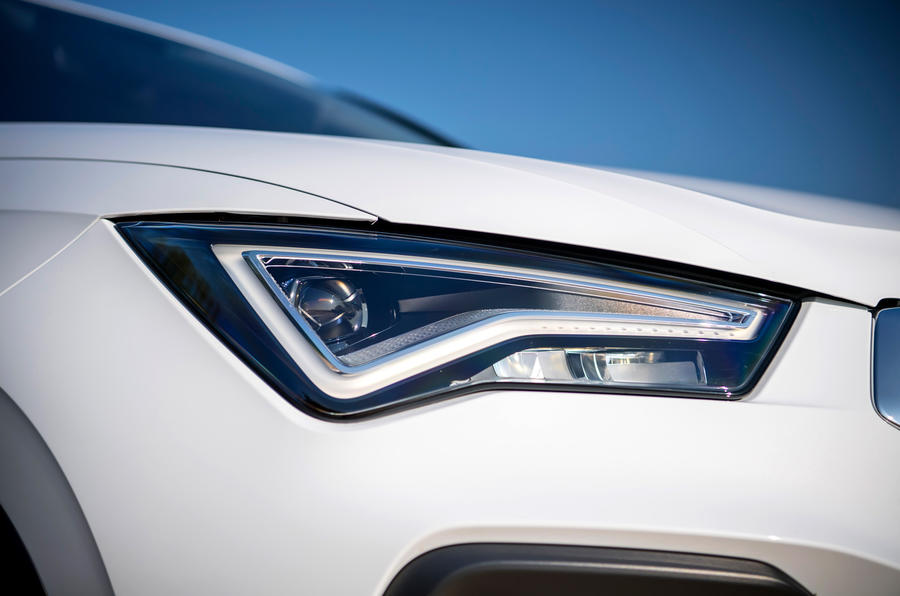 Le siège Ateca Xperience 2020 : premier bilan de la conduite au Royaume-Uni - les phares
