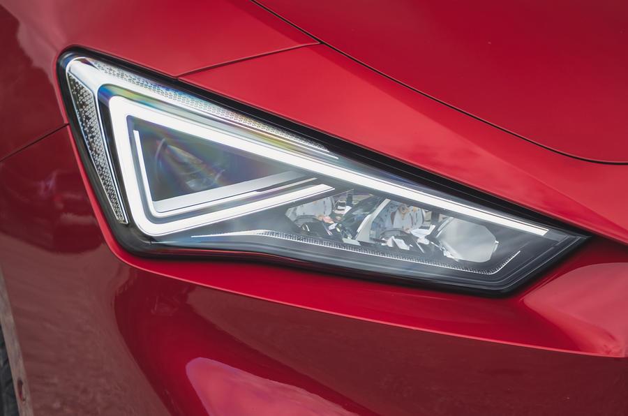 4 chỗ ngồi Leon Estate FR 2021 Đèn pha đánh giá lái xe đầu tiên của Vương quốc Anh