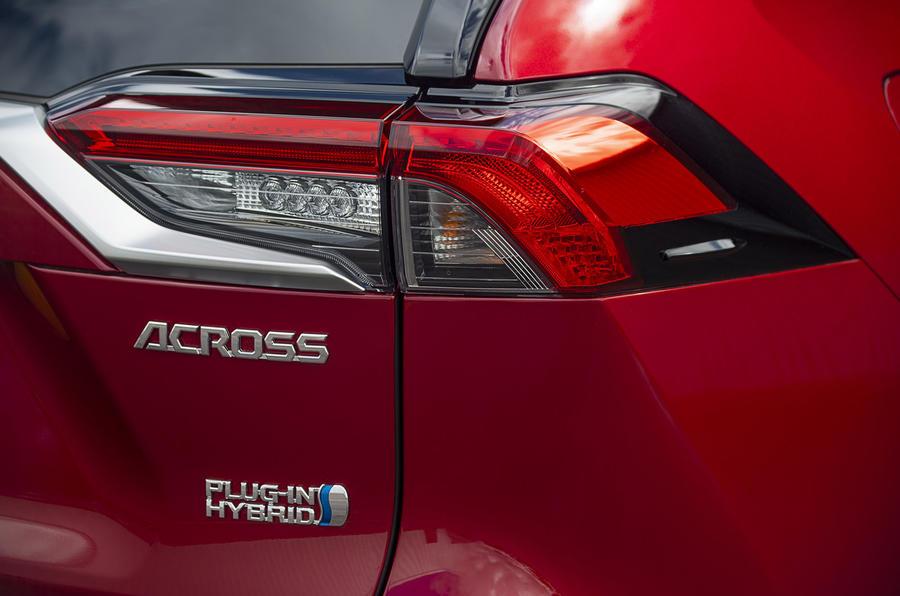 Suzuki Across Hybrid 2020 : premier bilan de conduite au Royaume-Uni - feux arrière
