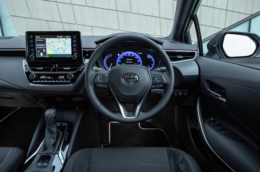 Toyota Corolla hatchback 1.8 hybrid 2019 UK review - dashboard