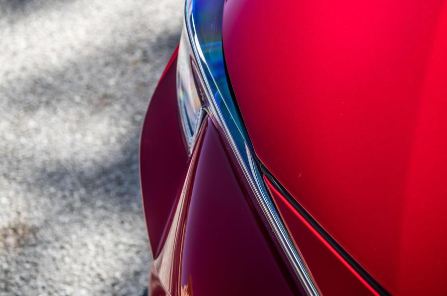 Toyota Corolla hybrid hatchback 2019 đánh giá ổ đĩa đầu tiên - chi tiết đèn pha