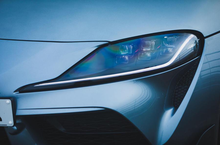 4 Toyota GR Supra 2 litres 2021 : premiers phares de l'examen de conduite au Royaume-Uni