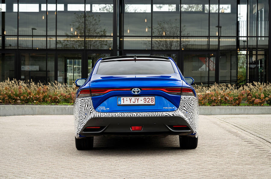 Le prototype Toyota Mirai 2021 à l'arrière