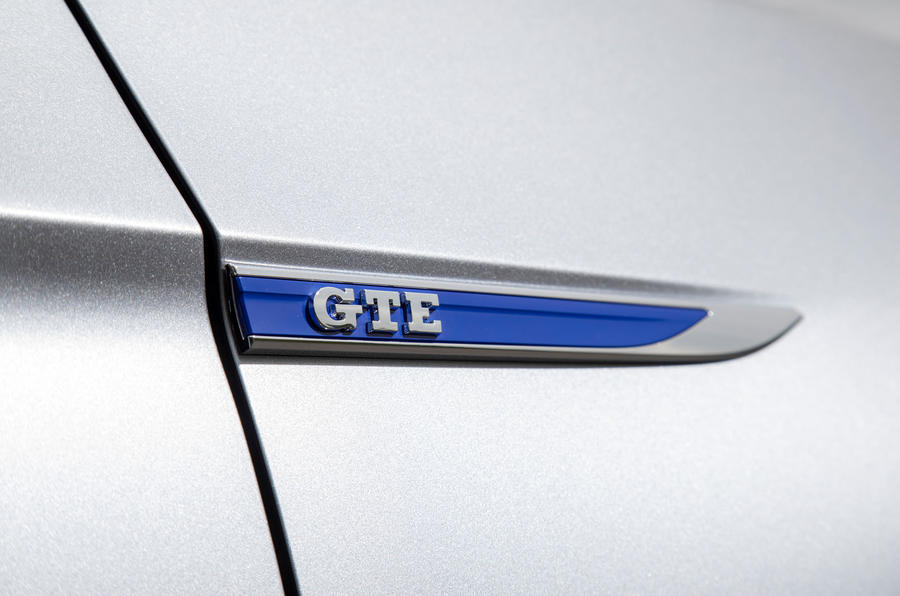 Volkswagen Passat GTE Estate 2019 first drive review - side badge