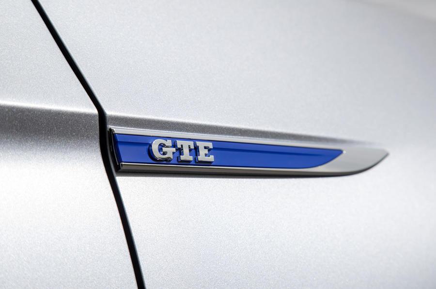 Volkswagen Passat GTE Estate 2019 first drive review - side badge