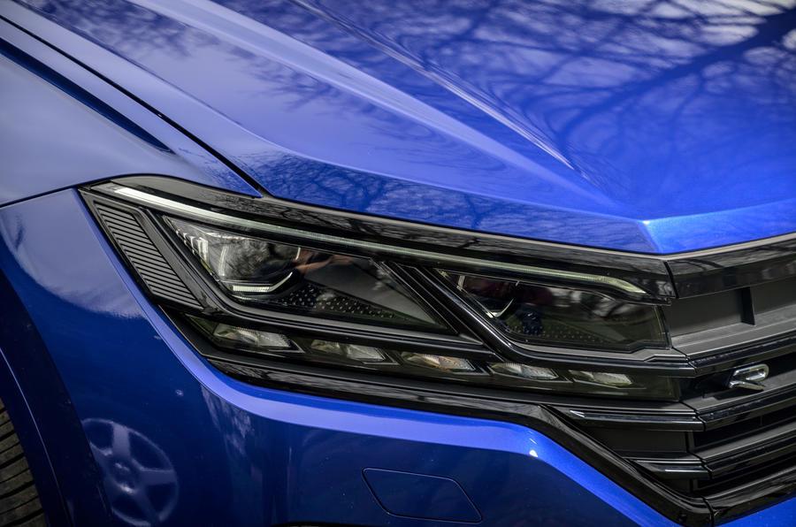 4 Volkswagen Touareg R eHybrid 2021, essai en première mondiale au Royaume-Uni : les phares