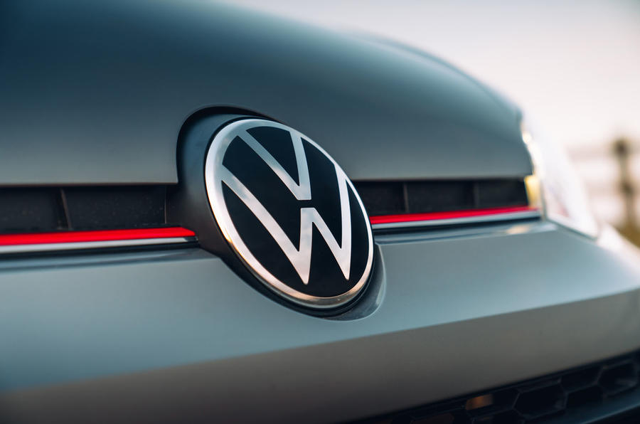 Volkswagen Up GTI 2020 : premier bilan de conduite au Royaume-Uni - badge à l'avant