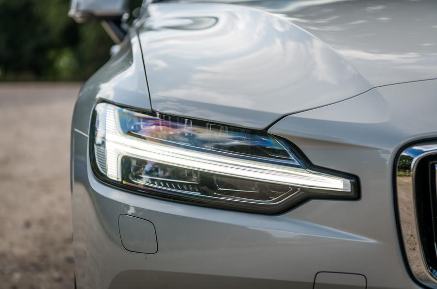 Volvo V60 D4 Inscription 2018 UK first drive review headlights