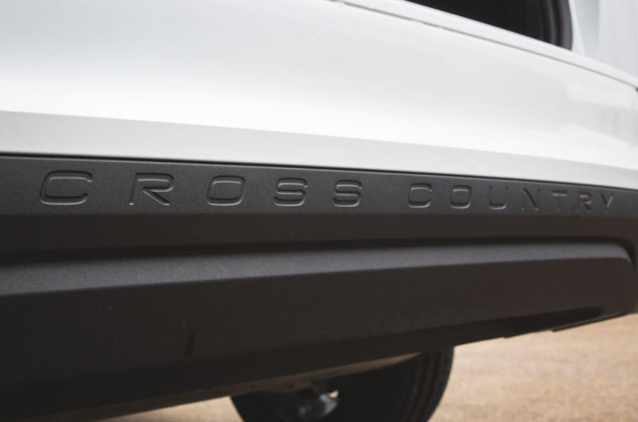 Volvo V60 Cross Country 2019 UK first drive review - rear bumper