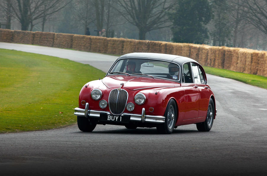 Jaguar MkII - tracking front
