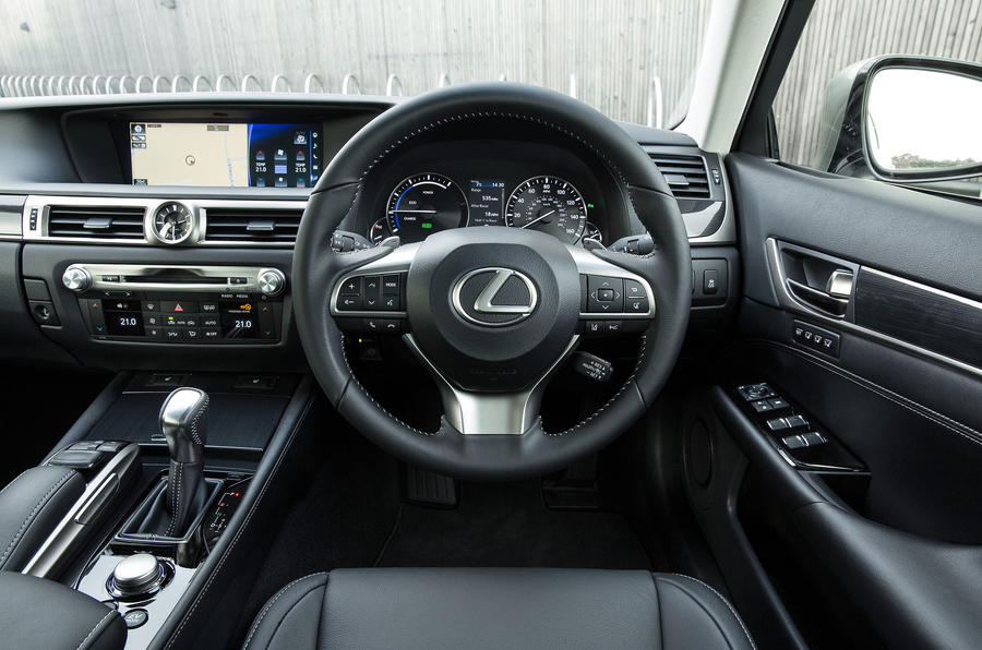 Lexus GS450h dashboard