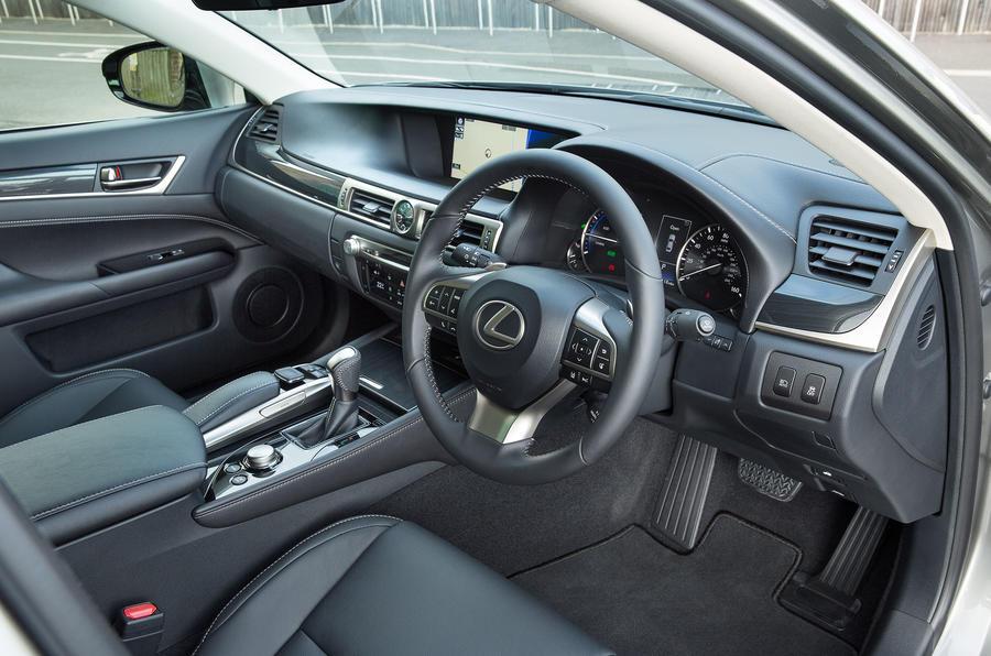 Lexus GS450h front seats