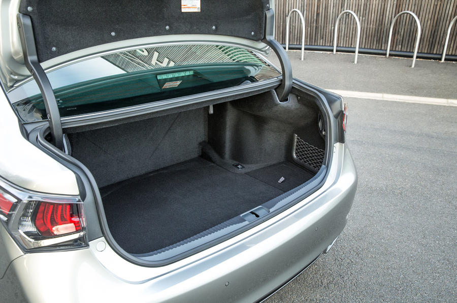 Lexus GS450h boot space