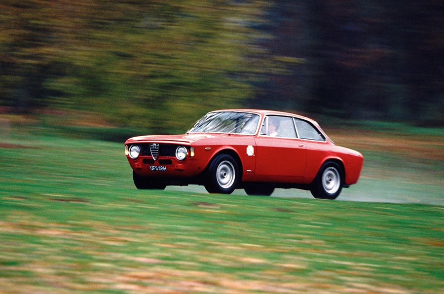 Alfa Romeo GTA - tracking side