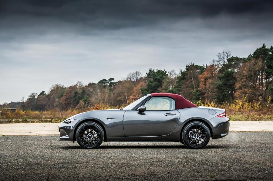 Mazda MX-5 Z-Sport profile roof up