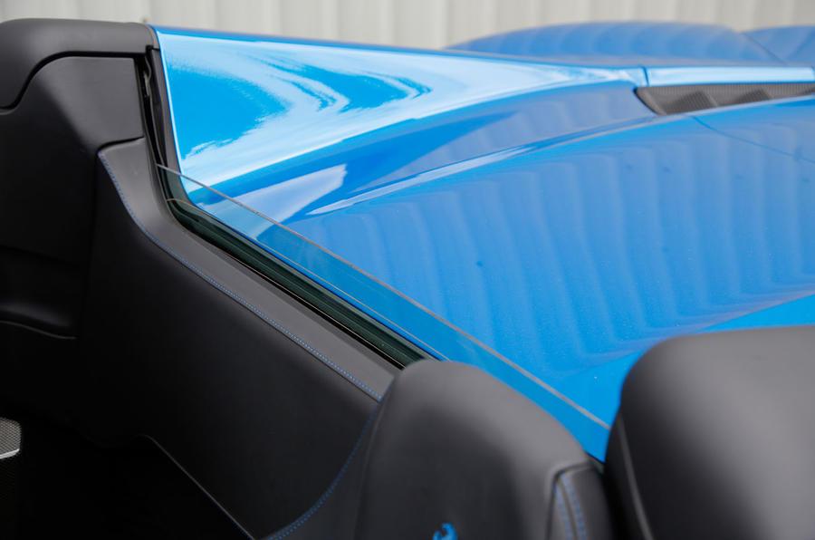 Ferrari 488 Spider rear window