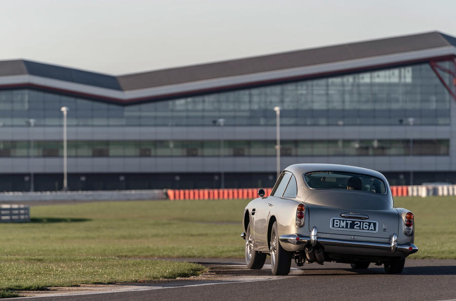 Aston Martin DB5 - tracking rear