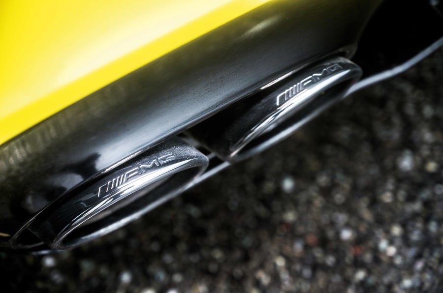 Mercedes-AMG A45 S 2019 - exhaust pipes