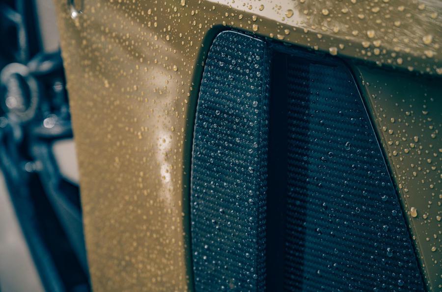 4b Audi RS E tron GT 2021 LHD : premier examen de l'entraînement en fibre de carbone