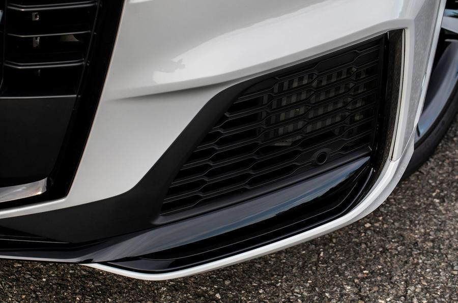 Audi Q7 TFSI e 2019 first drive review - front bumper