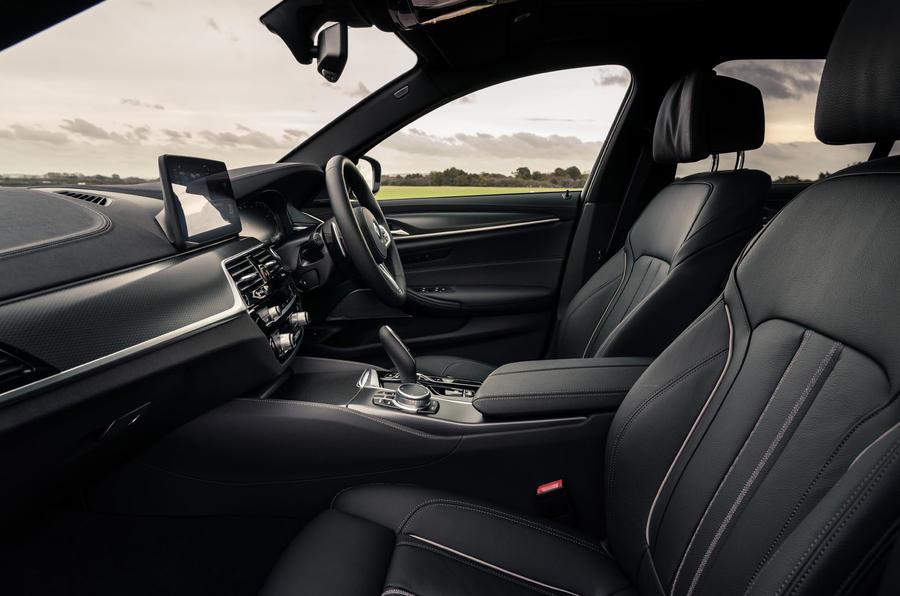 5 BMW Série 5 Touring 530d 2021 UE FD habitacle