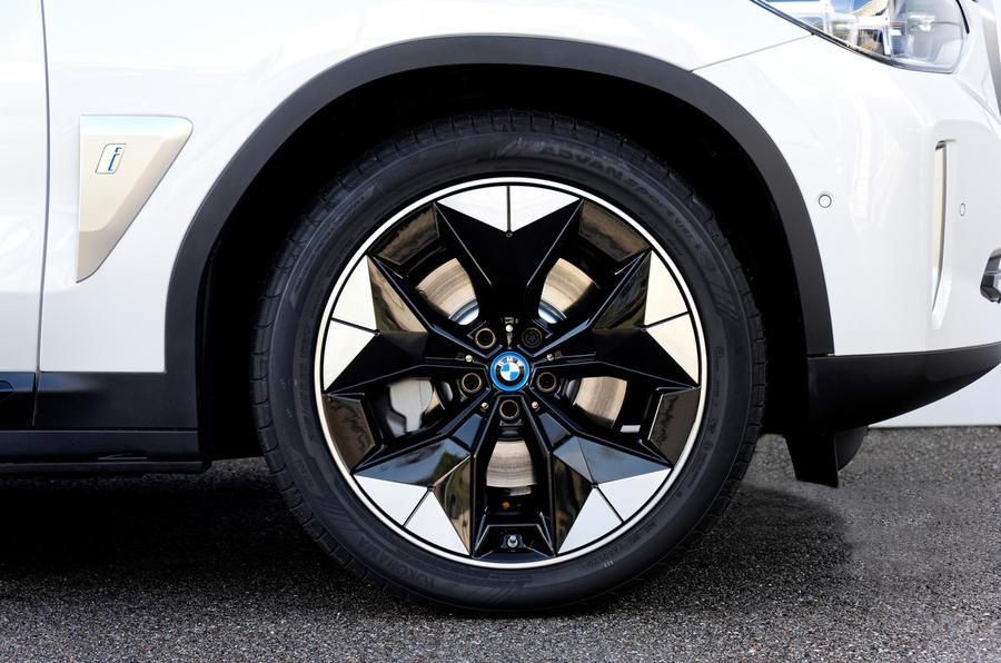 BMW iX3 2020 : premier bilan de conduite - roues en alliage