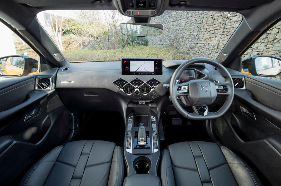 DS 3 Crossback 2019 UK first drive review - dashboard