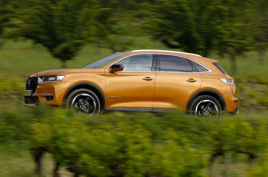 DS 7 Crossback PureTech 225 2018 review on the road shrubs