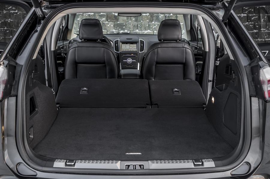 5-ford-edge-vignale-2018-fd-boot